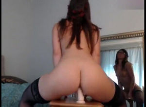 Fake penis cumshow. She boinks herself..