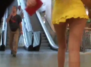Uber-cute upskirt vid particularly..