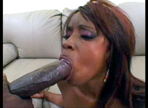 Luxurious dark-hued lady Hypnotiq gets..