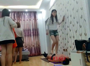 5 asian teenage women multi stomp