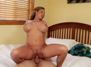 Tough Cougar boinked inbetween baps