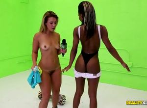 Moneytalks - small bathing suit in a..