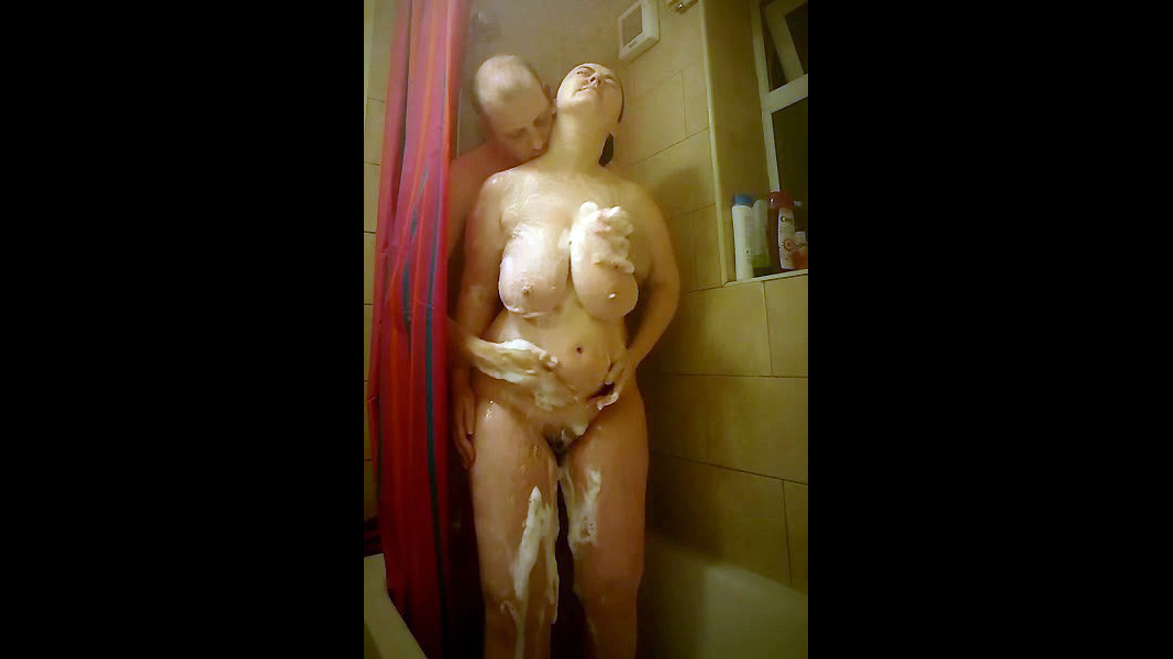 Mature duo in the shower. Thick jugs..